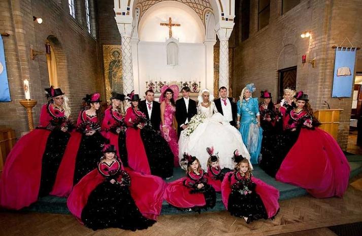 bad-bridesmaid-style-ugly-bridal-party-photos-wedding-fun-9__full-carousel