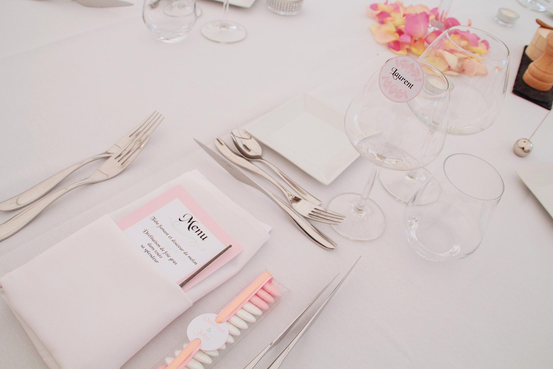 dishes-table-arrangement