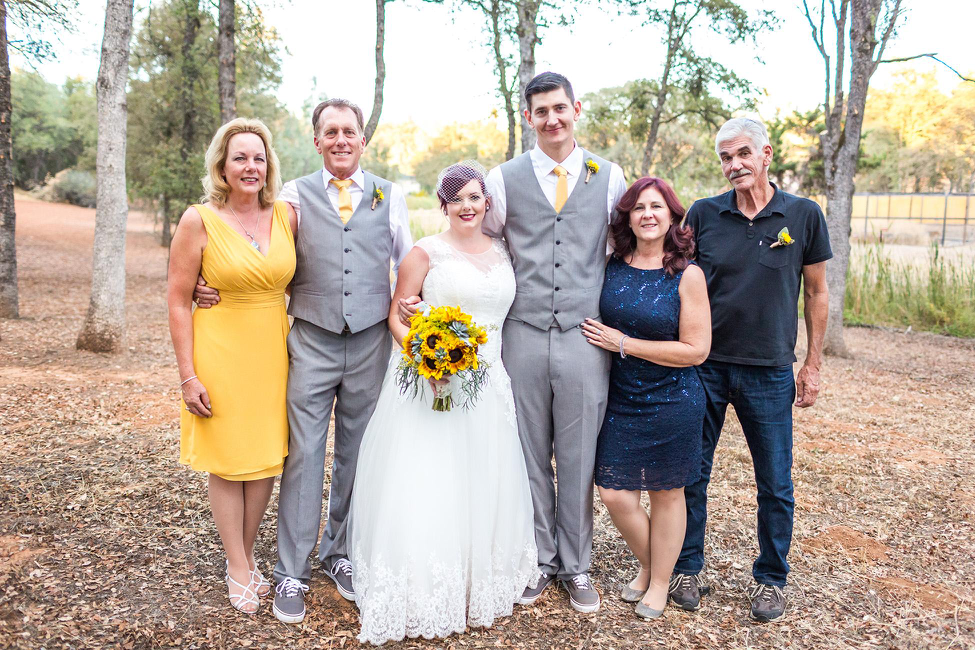 pops-of-lemon-wedding-colors
