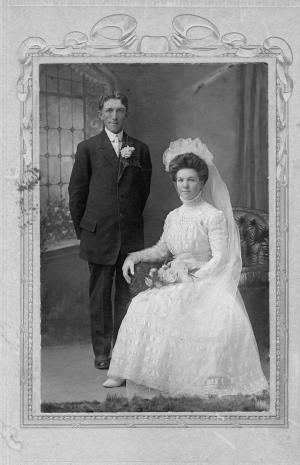 1900s wedding dress, vintage bridal gowns, early 20th century wedding dresses, old fashioned wedding dresses